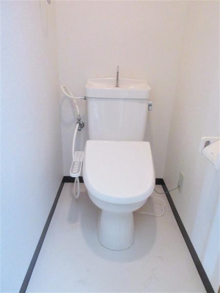 バストイレ別。温水洗浄便座有
