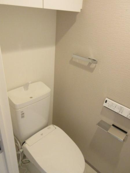 温水洗浄暖房便座、吊戸棚あり
