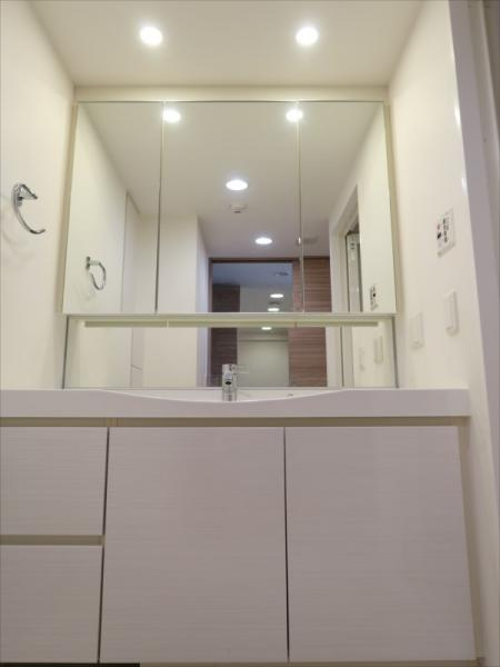 3面鏡独立洗面台