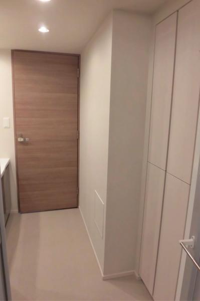 洗面室 背面にリネン庫も備えております(2020年5月撮影)