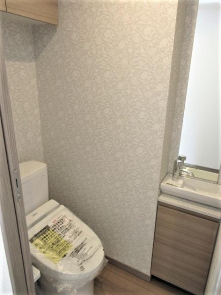 トイレは快適な温水洗浄機能付便座です♪