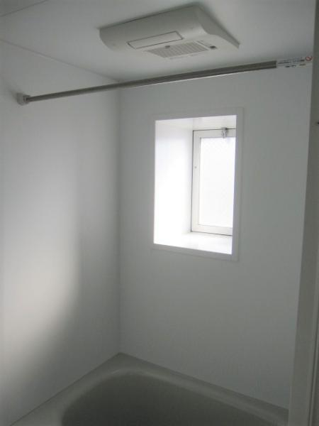 浴室乾燥機、浴室に窓あり