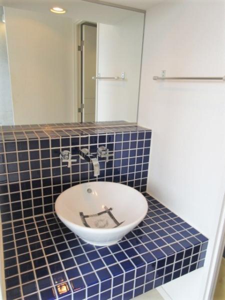タイル張りのオシャレな洗面台