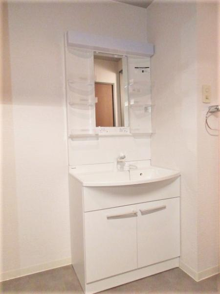 広々とした洗面所には洗髪洗面化粧台