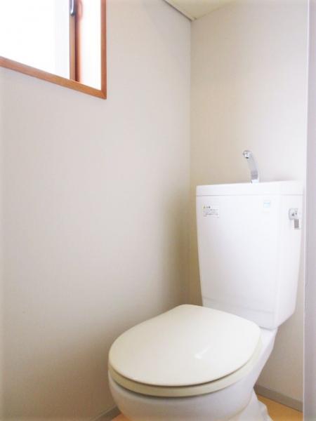 窓付きで換気に優れたトイレ