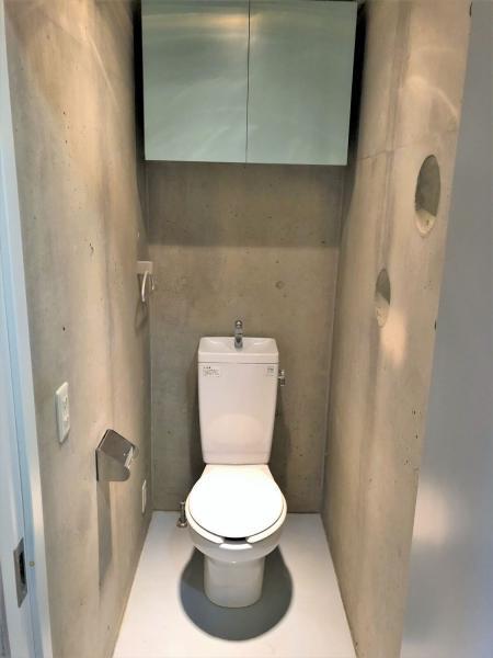 バストイレ別・コンクリート打ち放しが魅力の洗面所☆