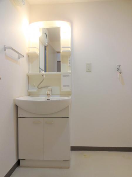 便利なシャワー付洗面化粧台