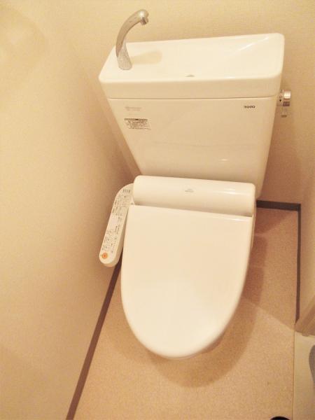 快適にお手洗いを使用できる温水洗浄便座あり☆