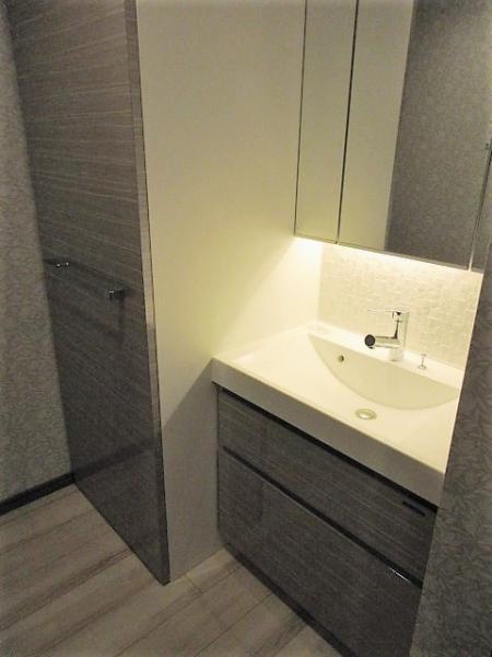 三面鏡付き洗面化粧台(写真は前回募集時)