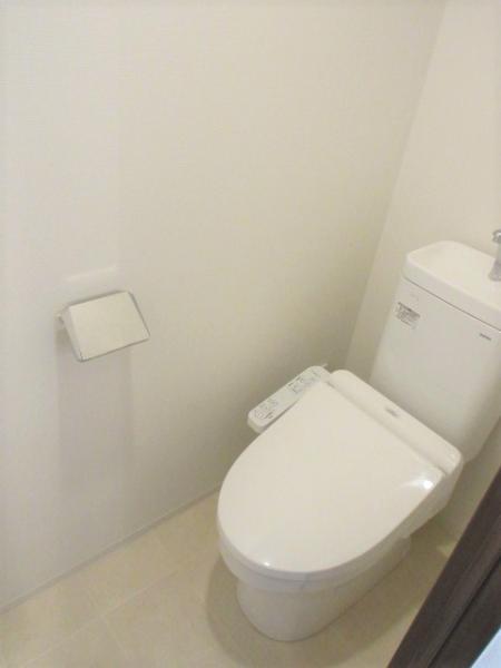 温水洗浄暖房便座、上部収納あり