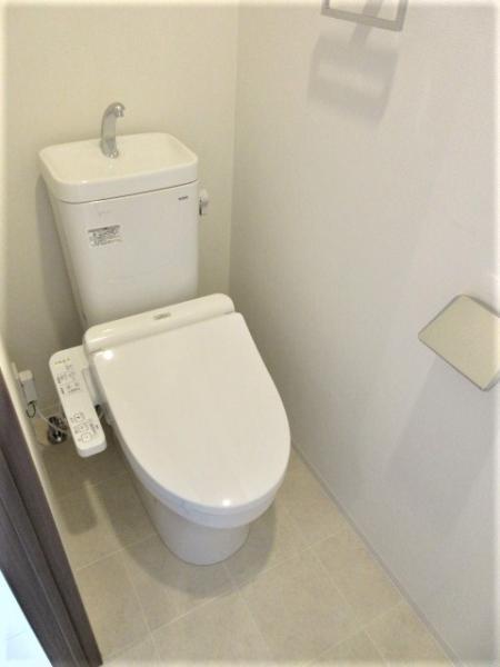 温水洗浄暖房便座付き、上部収納あり