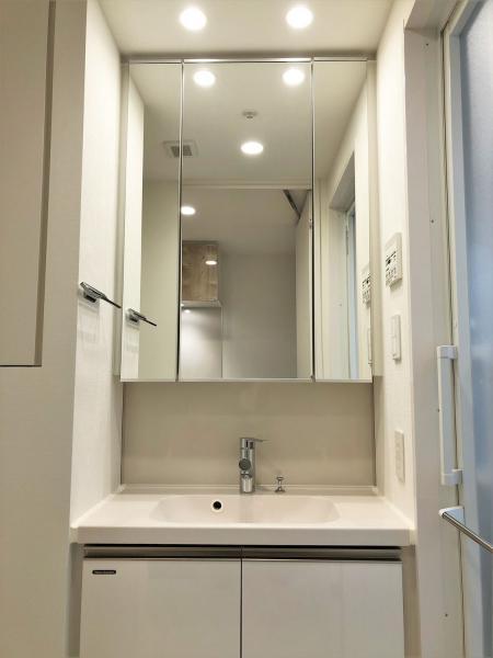 三面鏡付き独立洗面化粧台