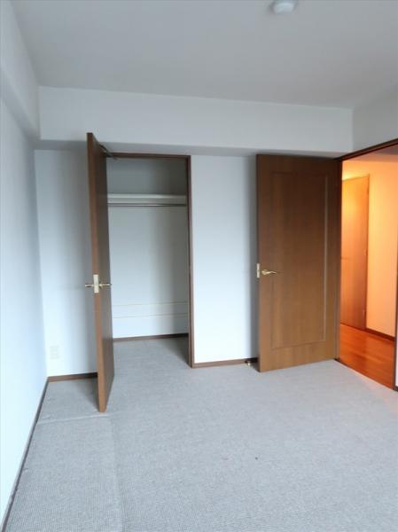 洋室(約8.1帖)ウォークインクロゼットのあるお部屋です