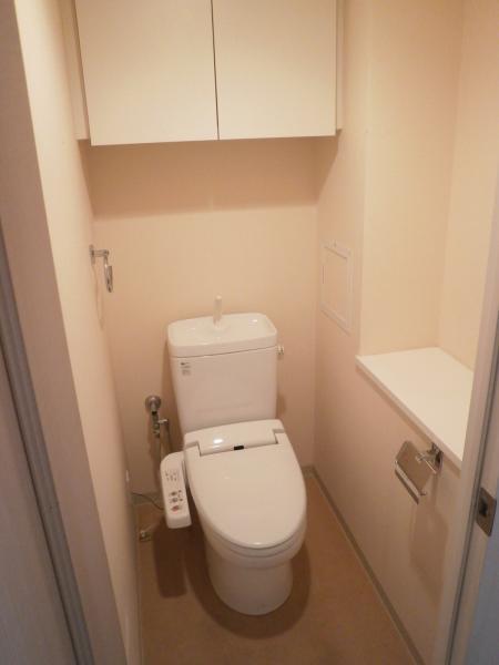 シャワートイレ・上部棚付