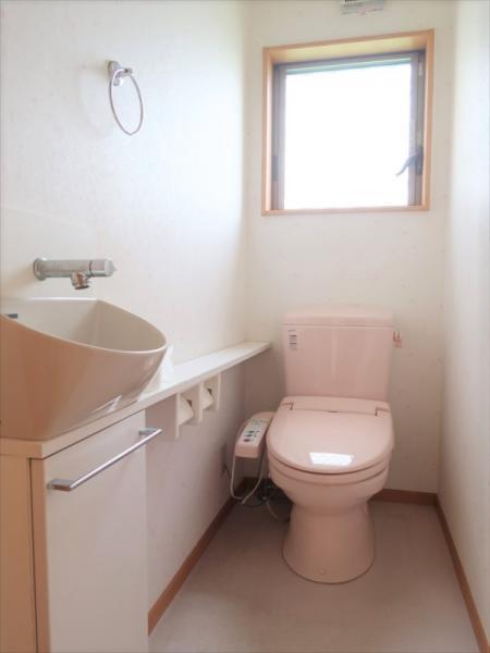 トイレは1階2階ともに温水洗浄便座です
