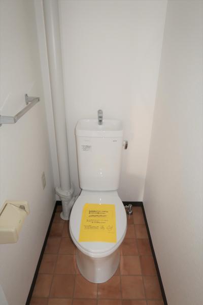 シンプルで清潔感のあるトイレ