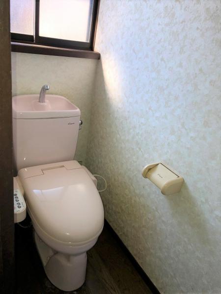 トイレは1階と2階にございます ウォシュレット付きです