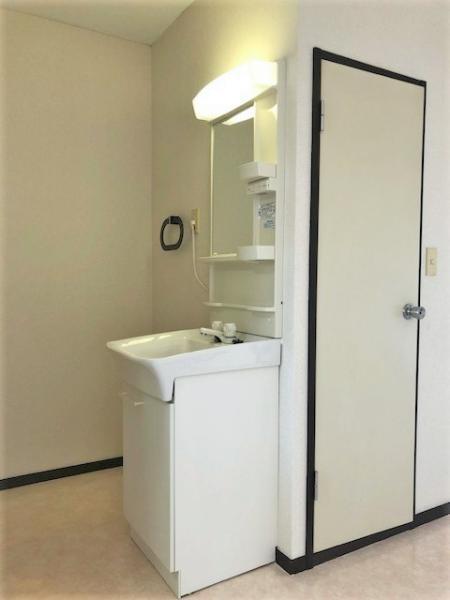 独立洗面化粧台+室内洗濯機置き場あり