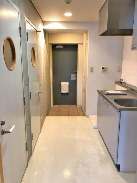 玄関に天井高のシューズボックス+収納有!