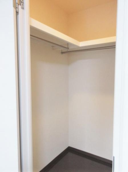 ダブルロック&壁面にフック有!シューズボックスも天井高で便利
