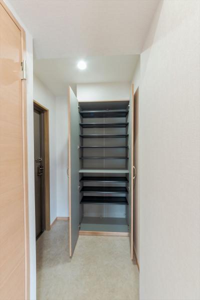 玄関に大容量の天井高シューズボックスあり♪