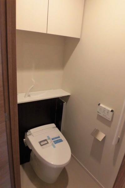 節水型トイレ・上部吊戸棚付(2020年5月撮影)