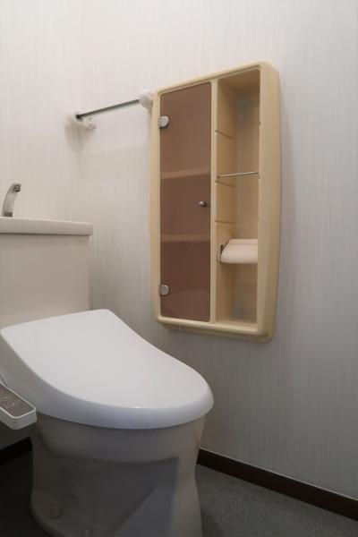 1階トイレ、新規温水洗浄便座交換済み