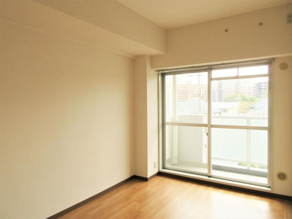洋室(約5.5帖)ご成約時には洋室にエアコン一台新規設置予定